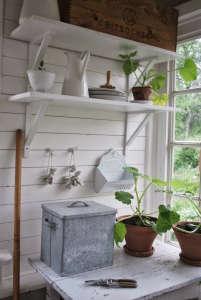 Potting shed Julia's Vita Drommar ; Gardenista