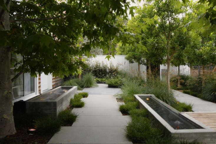 10 genius garden hacks with poured concrete gardenista for Garden design hacks