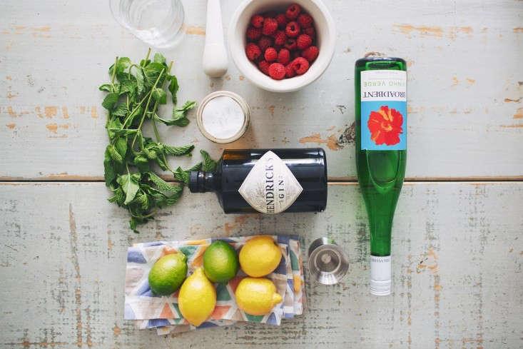 DIY: Raspberry Sparkler for the Fourth of July: Gardenista
