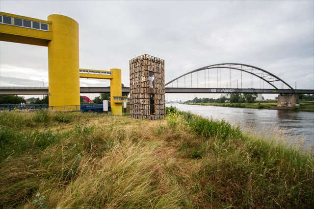 recycled-cabin-mannheim-germany-grasses-river-gardenista
