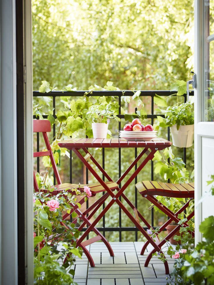 red-cafe-chairs-ikea-gardenista