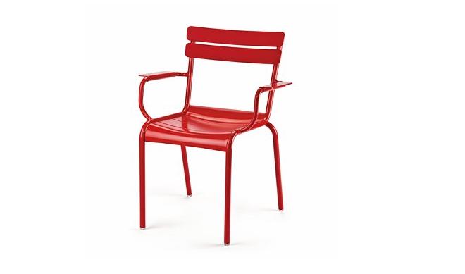 red-chair-armrests-manufactum-gardenista