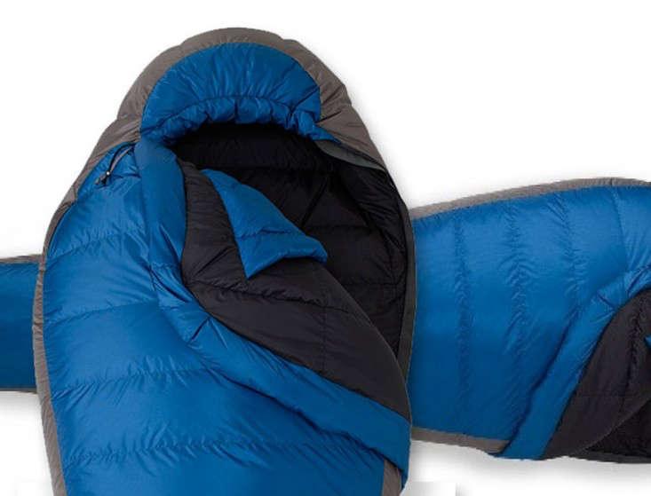 rei-igneo-sleeping-bag-gear-patrol2