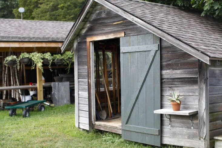 robin-hollow-farm-christine-chitnis-gardenista-shed