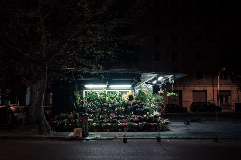 rome-flower-stall-night-florist-paolo-fusco-gardenista-2