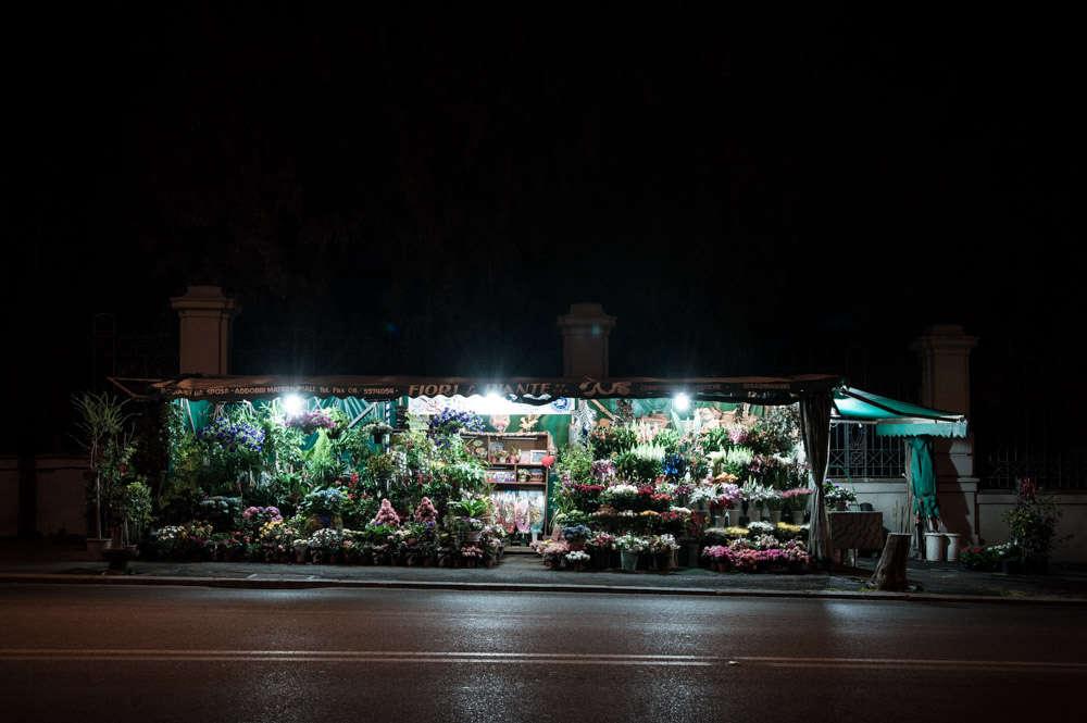 rome-flower-stall-night-florist-paolo-fusco-gardenista-3
