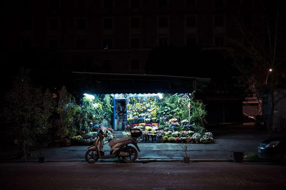 rome-flower-stall-night-florist-paolo-fusco-gardenista-4