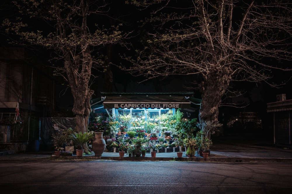 rome-flower-stall-night-florist-paolo-fusco-gardenista-5