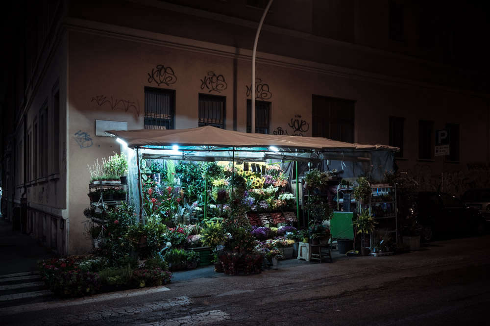 rome-flower-stall-night-florist-paolo-fusco-gardenista-6