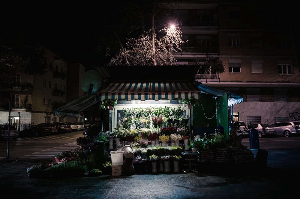 rome-flower-stall-night-florist-paolo-fusco-gardenista-7