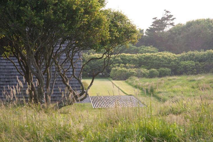 sagaponack-garden-norman-jaffe-laguardia-shingle-house-gardenista