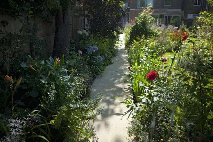 sam-mcknight-london-garden-jim-powell-gardenista-9