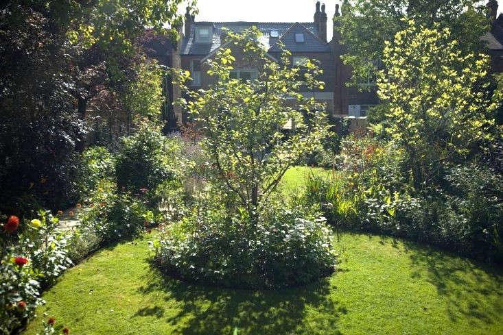 sam-mcknight-london-garden-jim-powell-gardenista