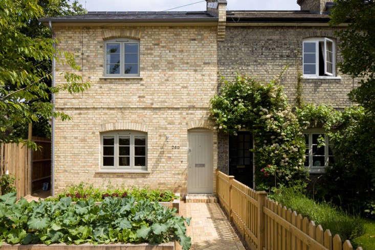 sam-tisdall-london-facade-front-vegetable-garden-raised-beds-gardenista