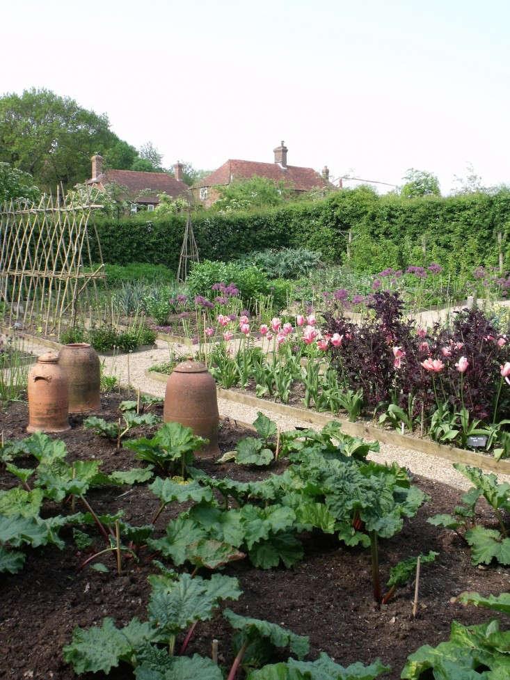 sarah-raven-vegetable-garden-2-gardenista