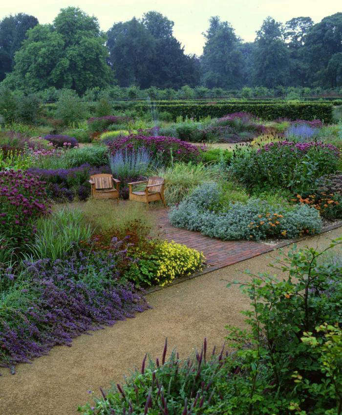 Garden visit dutch master piet oudolf in yorkshire for Piet oudolf fall winter spring summer fall