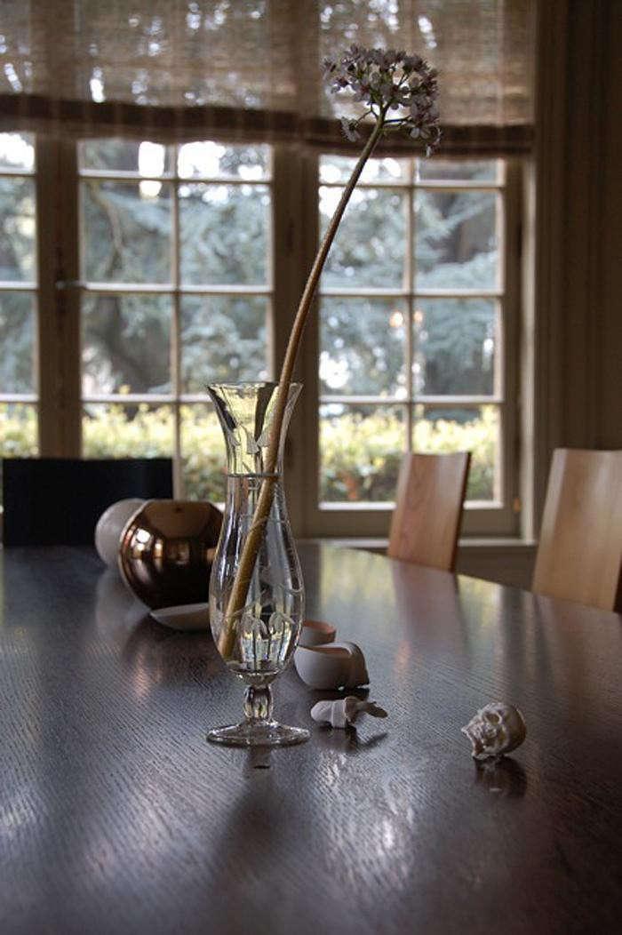 seattle-garden-allium-vase-dinign-room-table-gardenista