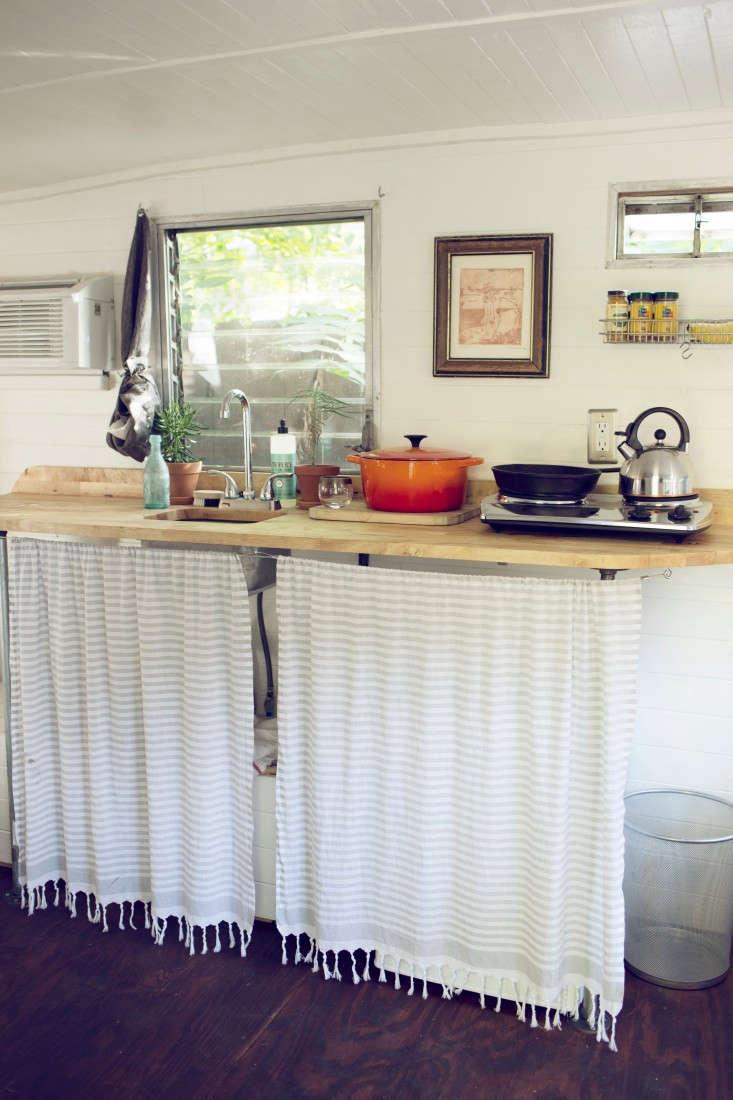 shasta-camper-designtripper-laura-dart-gardenista-kitchen