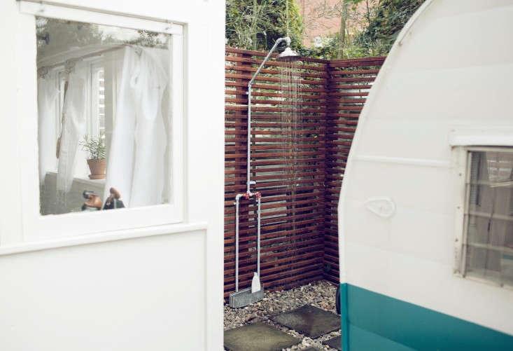 shasta-camper-designtripper-laura-dart-gardenista-shower