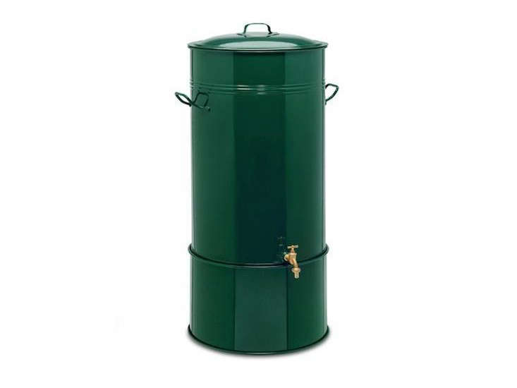 sheet-steel-rain-barrel-manufactum-gardenista