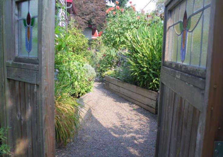 sideyard6_daniels_gardenista