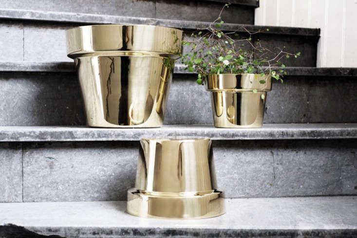 skultuna-flower-pot-brass-gardenista-1