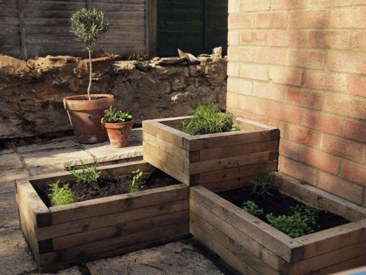 Design Sleuth Stacked Raised Beds For The Garden Gardenista