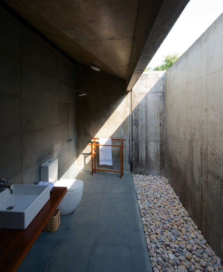 steal-this-look-Concrete-bath-by-brio-architects-in-india-gardenista