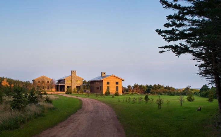 stephen-stimson-savage-harbor-modern-farmhouses-gardenista