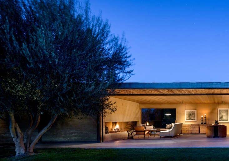 steven-harris-architects-napa-valley-house-with-tree-gardenista