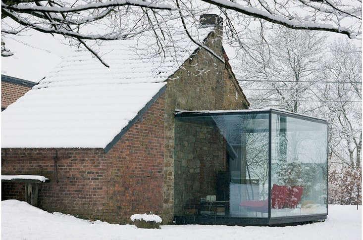 stone-outbuilding-belgim-aabe-gardenista-6