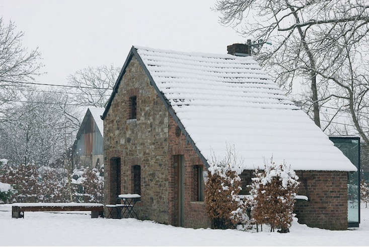 stone-outbuilding-belgium-aabe-gardenista.jpg-2