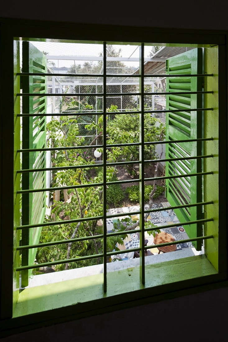 tiled-courtyard-garden-vietnam-a21studio-view-from-above-gardenista