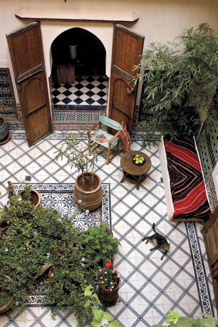 tiled-courtyard-marrakesh-by-design-gardenista