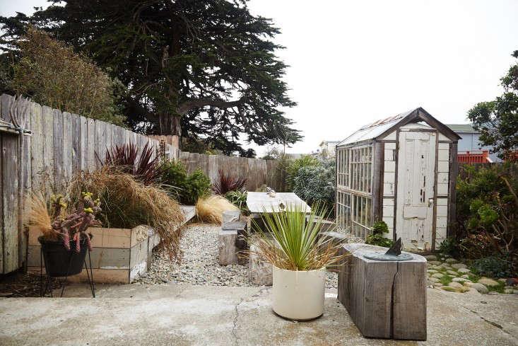 tiny-garden-shed-reclaimed-windows-gardenista
