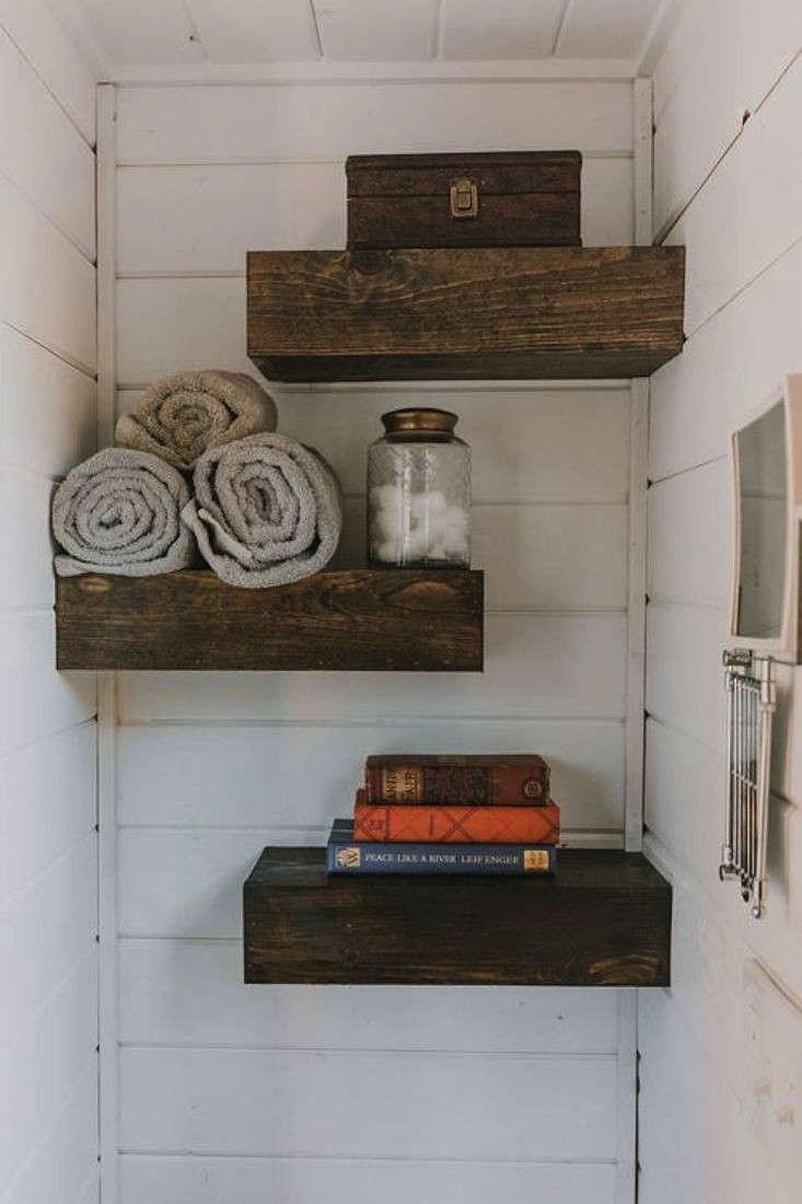 tiny-house-on-wheels-bathroom-shelves-gardenista