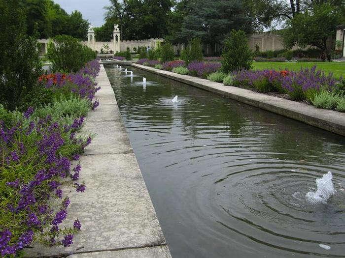 How to get inside america 39 s secret gardens gardenista for Garden reflecting pool