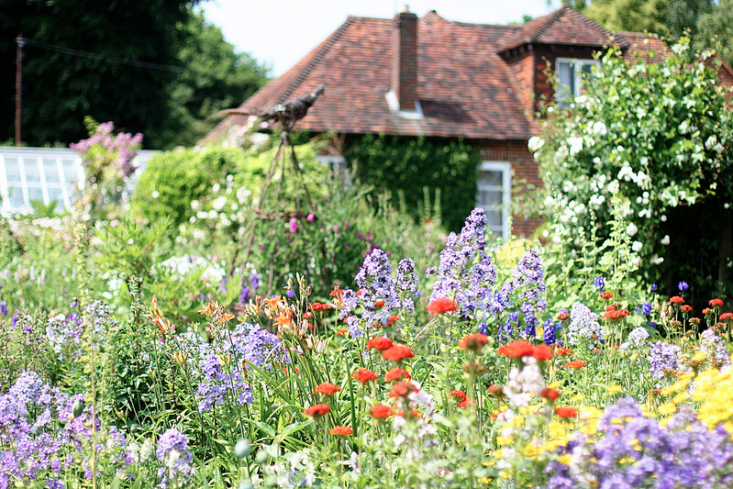 10 Ideas To Steal From English Cottage Gardens Gardenista