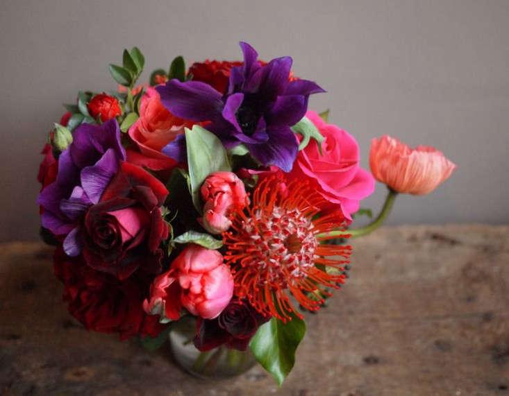 valentines-floewrs-order-online-bouquet-arrangement-gardenista