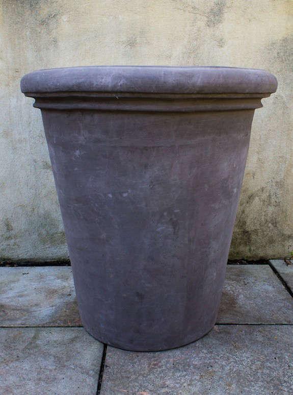 vaso-alto-liscio-the-terrace-gardener-gray-gardenista