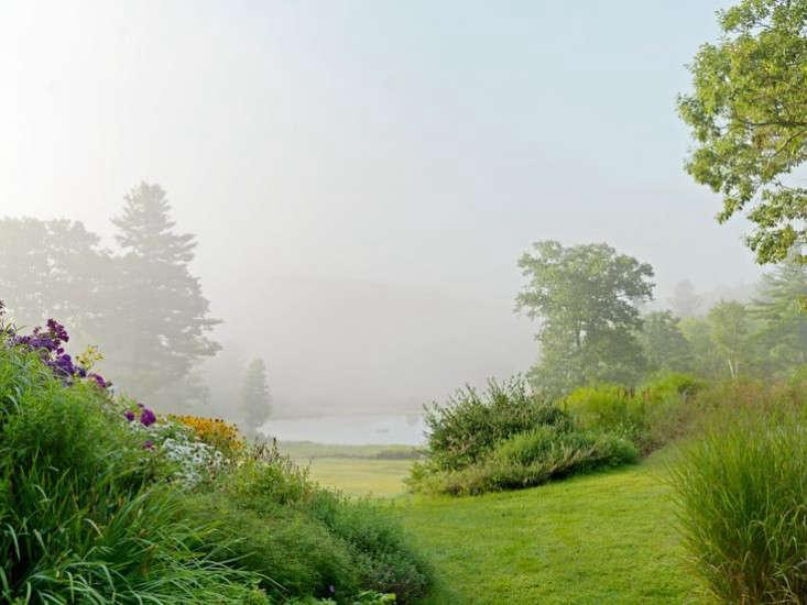 vermont-garden-path-gardenista