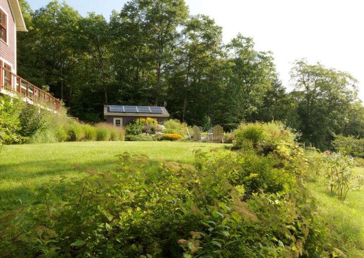 vermont-garden-solar-panels-shed-gardenista