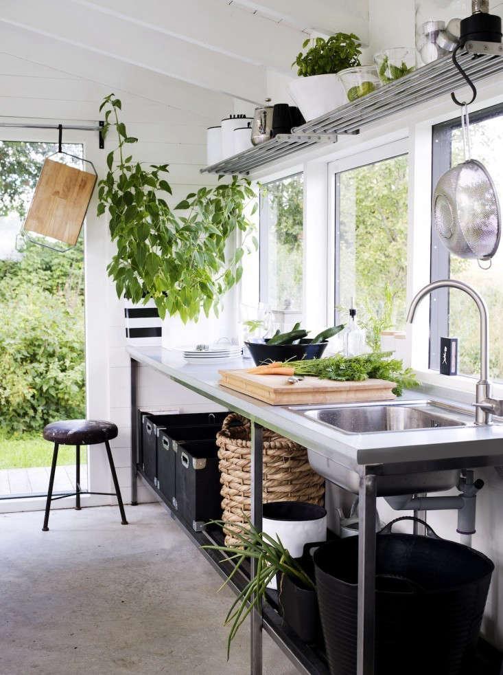 vines-black-white-potting-shed-gardenista