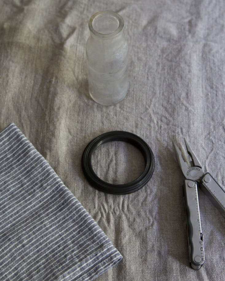 wire-vase-erin-boyle-gardenista-1