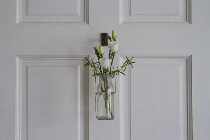 wire-vase-erin-boyle-gardenista-14