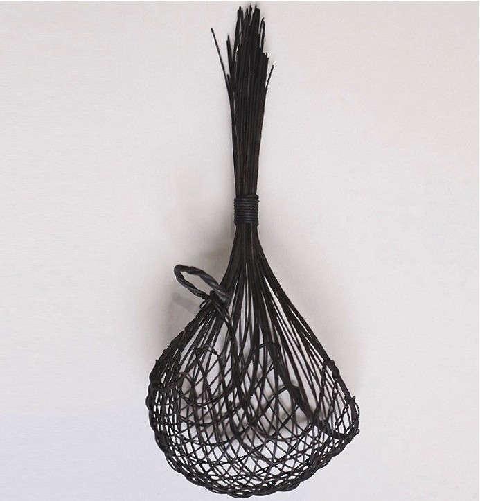 woven-hanging-garlic-basket-gardenista