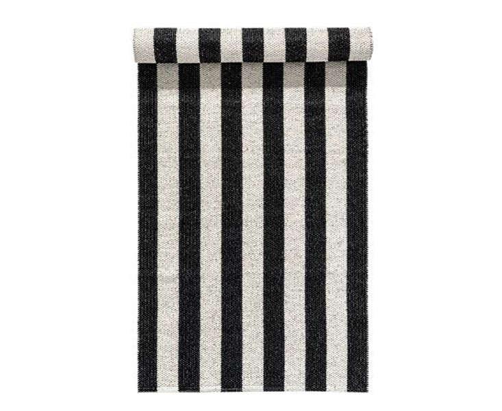 woods-rug-black-scandinavian-plastic-rug-gardneista