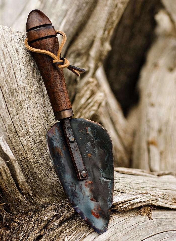 Fisher blacksmithing large garden trowel gardenista for Garden trowels for sale