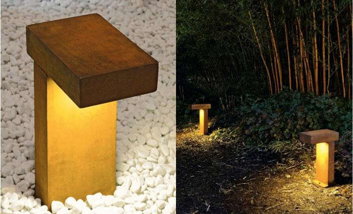 Rust outdoor path light gardenista for Lampe de jardin a led