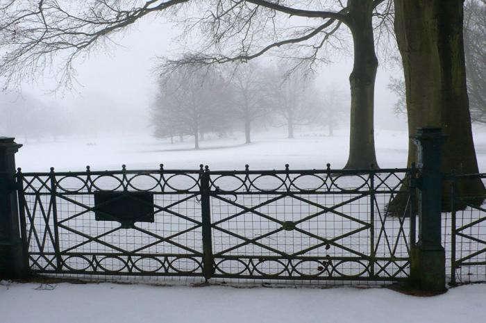 700_4-snow-gates-in-winter